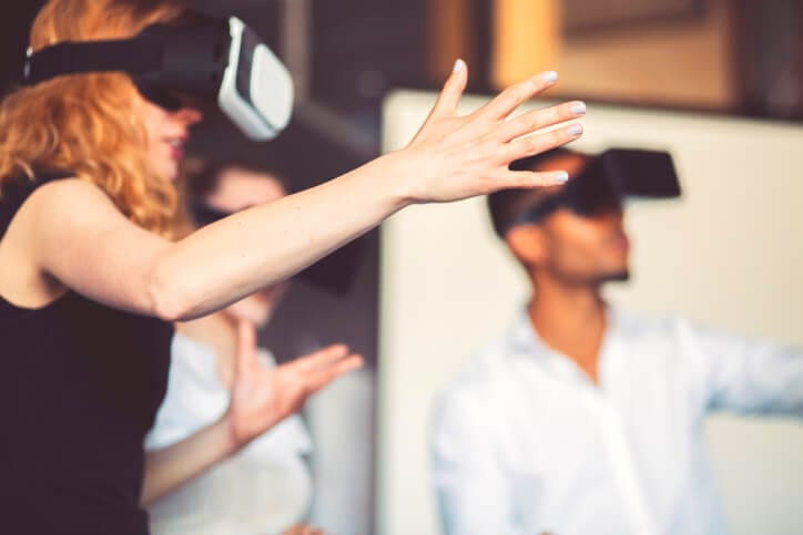 new employees trying virtual reality as an example of microlearning strategies